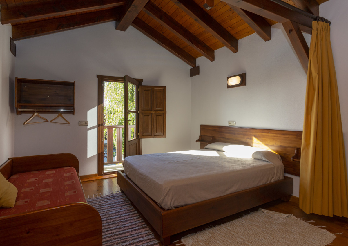 Central Country House Room